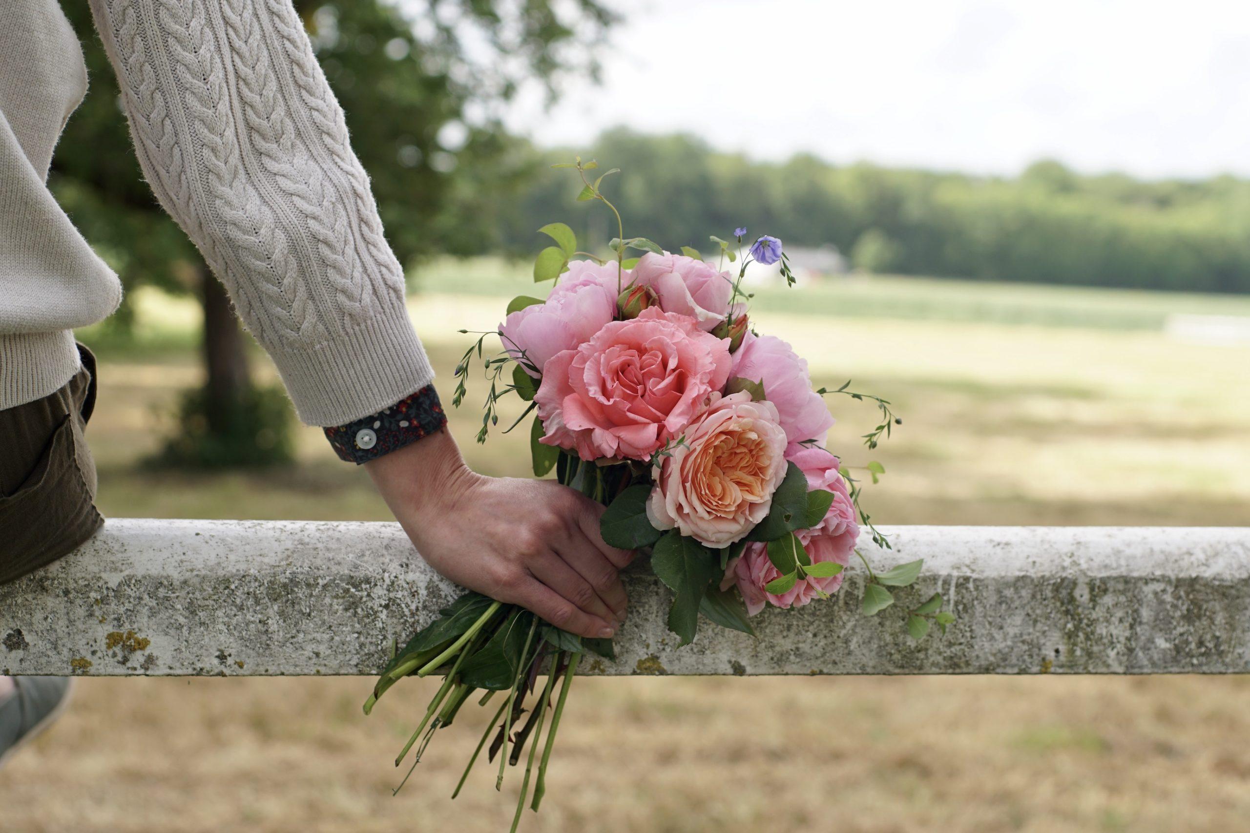 Pivoines et roses pour un bouquet Guillot®